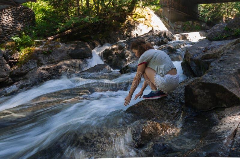 Dziewczyna myje ona ręki zdjęcia royalty free