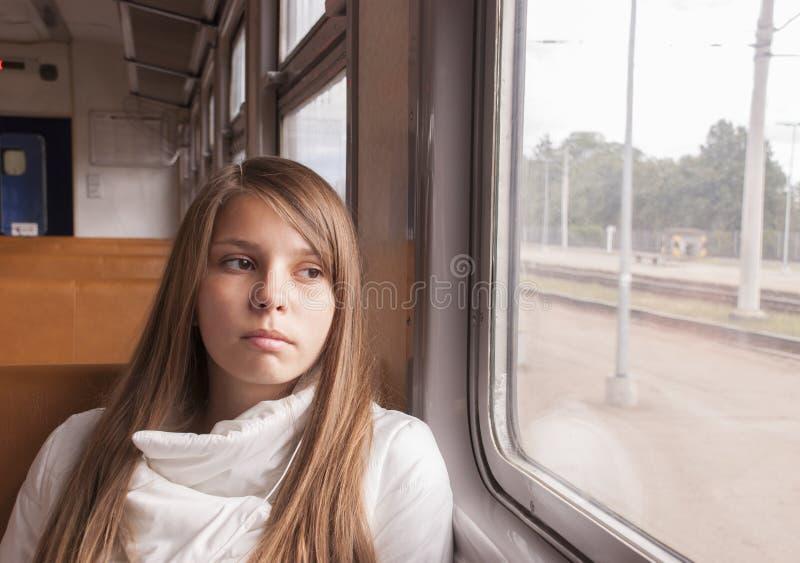 Dziewczyna na pociągu fotografia royalty free