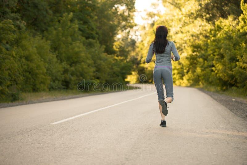 Dziewczyna na ranku bieg fotografia stock