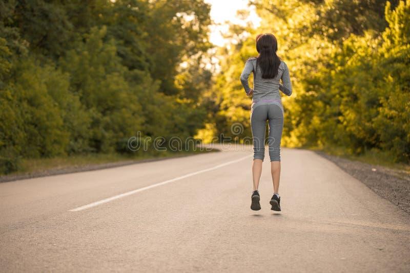Dziewczyna na ranku bieg obrazy royalty free