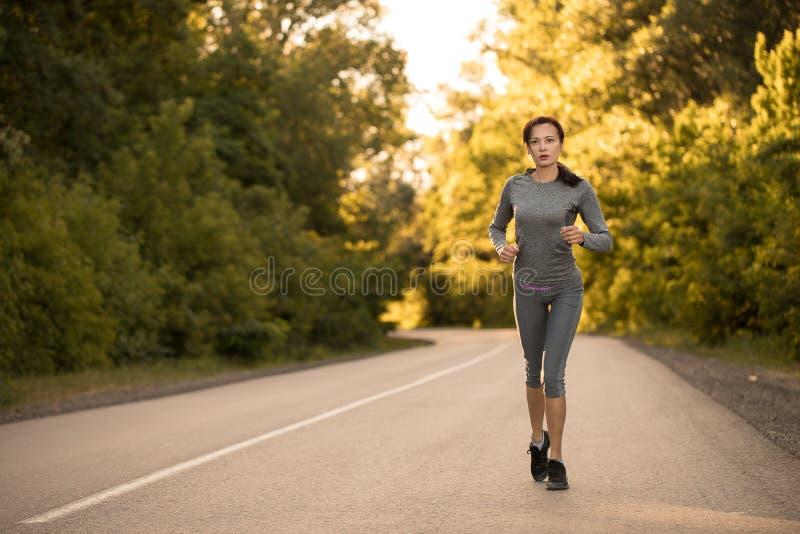 Dziewczyna na ranku bieg obrazy stock
