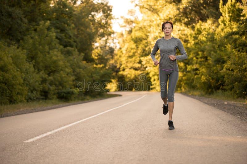 Dziewczyna na ranku bieg zdjęcie stock