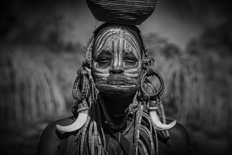 Dziewczyna od Afrykańskiego plemienia Mursi, Etiopia zdjęcia royalty free