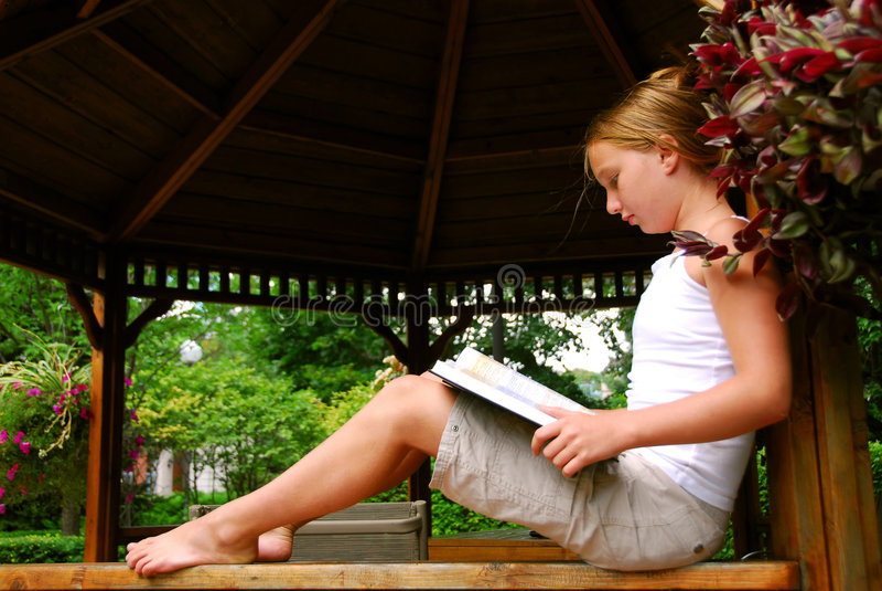 dziewczyna odczytana księgowej zdjęcie stock