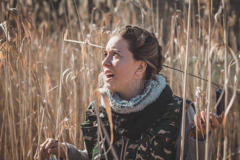 Dziewczyna okalecza Gubi w dzikim zdjęcia stock