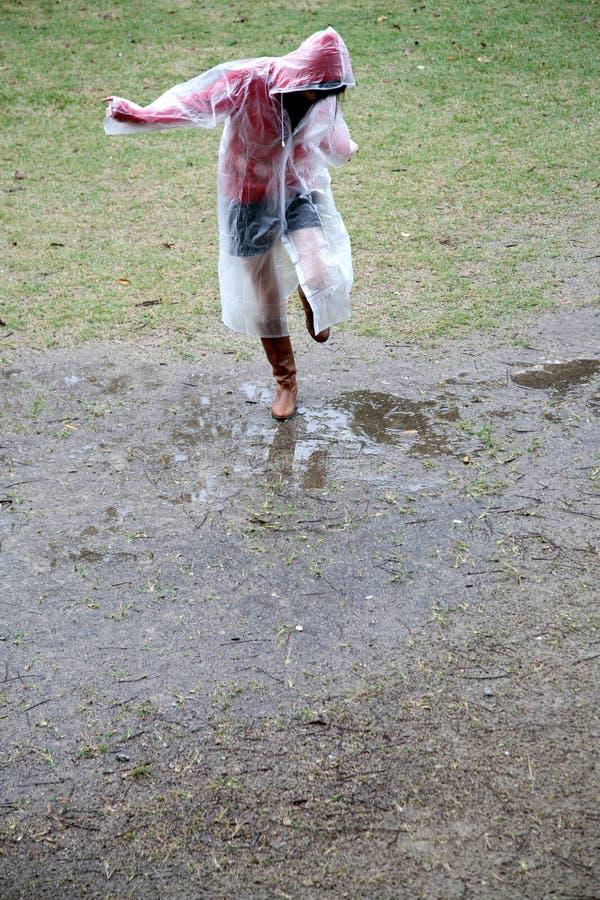 dziewczyna płaszcz przeciwdeszczowy obraz royalty free
