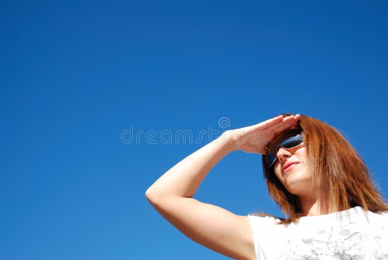dziewczyna patrzy fotografia stock