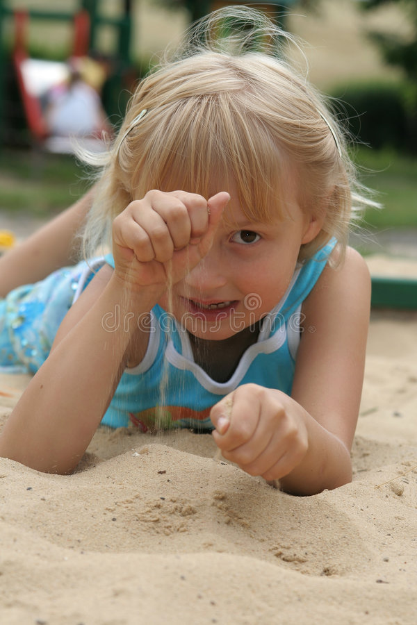 dziewczyna piasku zdjęcia stock