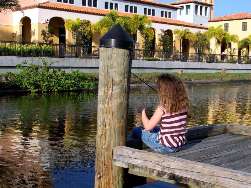 dziewczyna połowowego trochę doku. fotografia stock