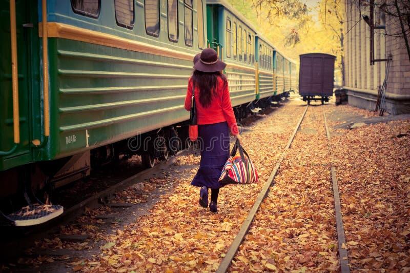 dziewczyna pociąg obraz stock