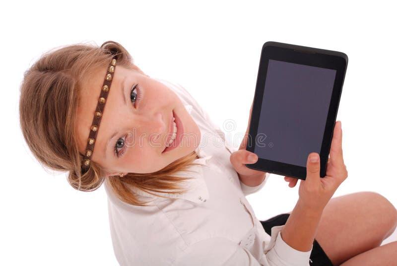 Dziewczyna pokazuje pastylka komputer osobistego zdjęcie royalty free