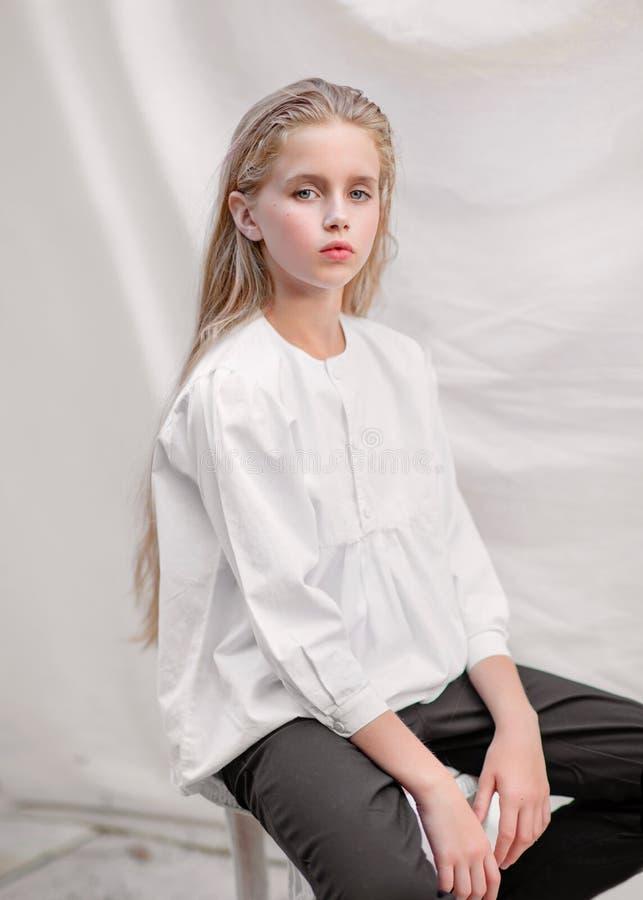 dziewczyna portret trochę obrazy royalty free
