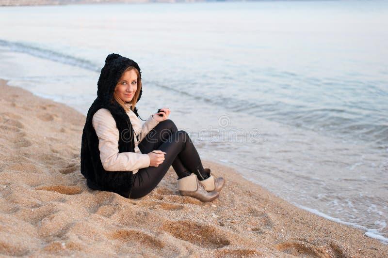 Dziewczyna Pozuje na plaży zdjęcie stock