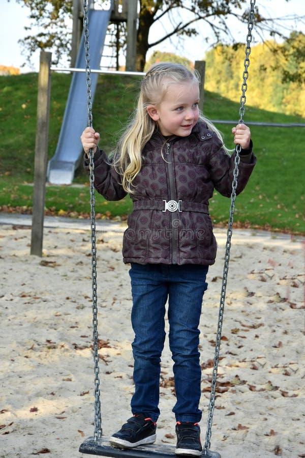 Dziewczyna przy boiskiem fotografia stock