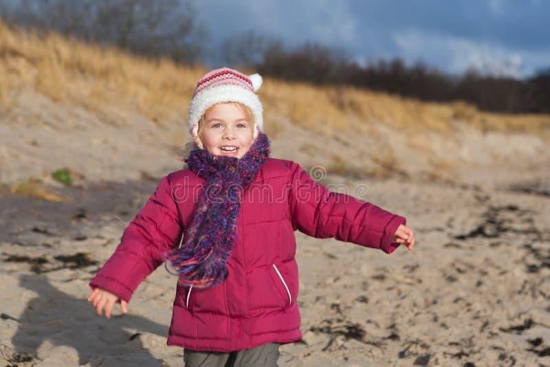 Dziewczyna przy plażą zdjęcia royalty free