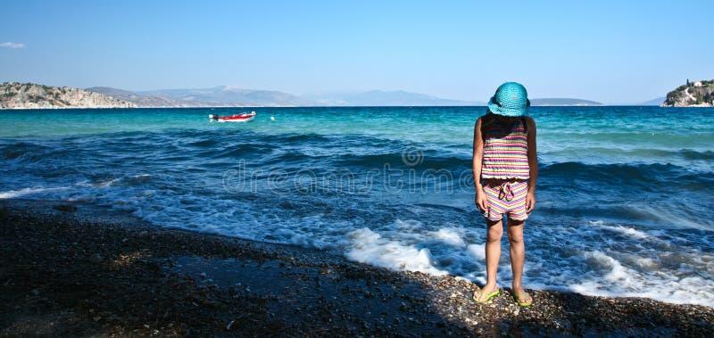 Dziewczyna przy plażą w Peloponese zdjęcie royalty free