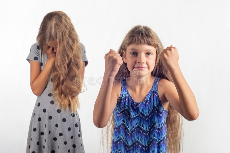 Dziewczyna raduje się że obraża inna dziewczyna obrazy stock