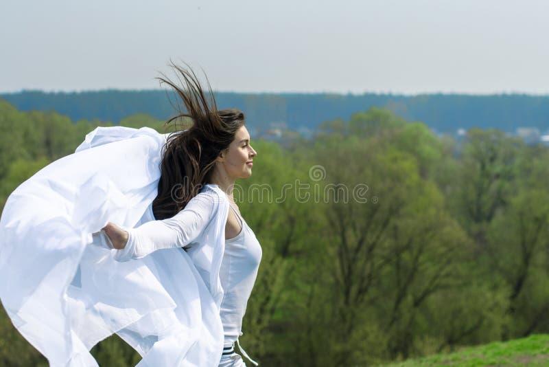 Dziewczyna robi fryzurze zdjęcia royalty free
