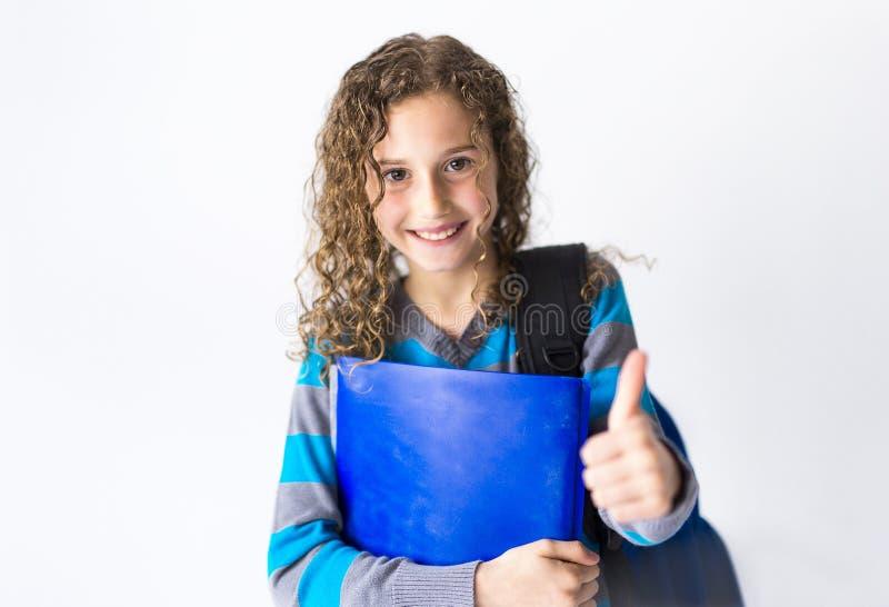Dziewczyna 9 rok w mundurka szkolnego pozach w studiu fotografia royalty free