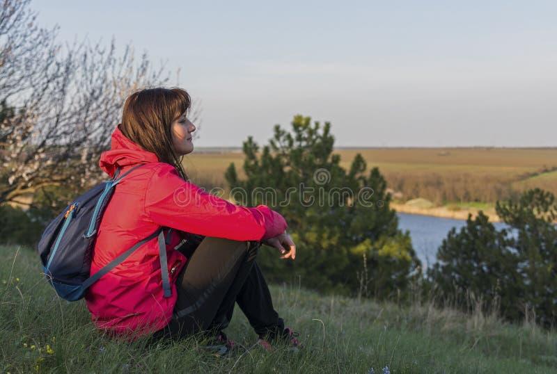 Dziewczyna siedzi zdjęcia royalty free