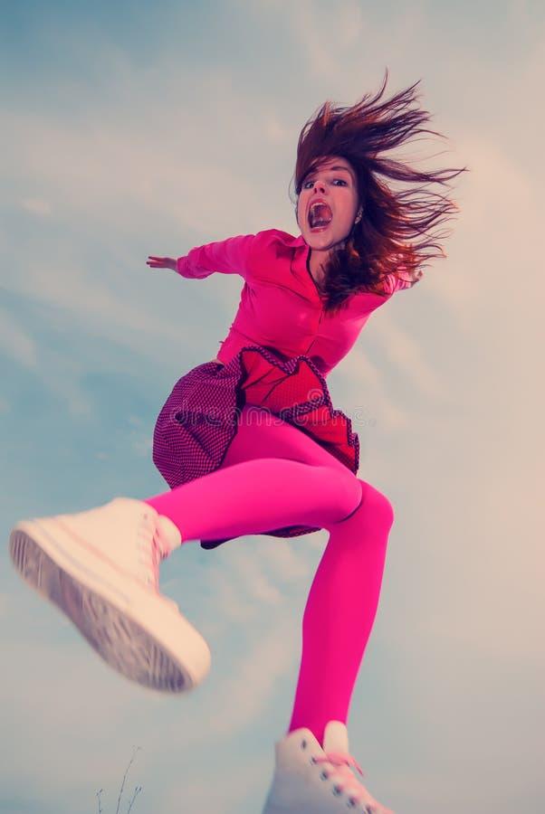 Dziewczyna skacząca obraz stock