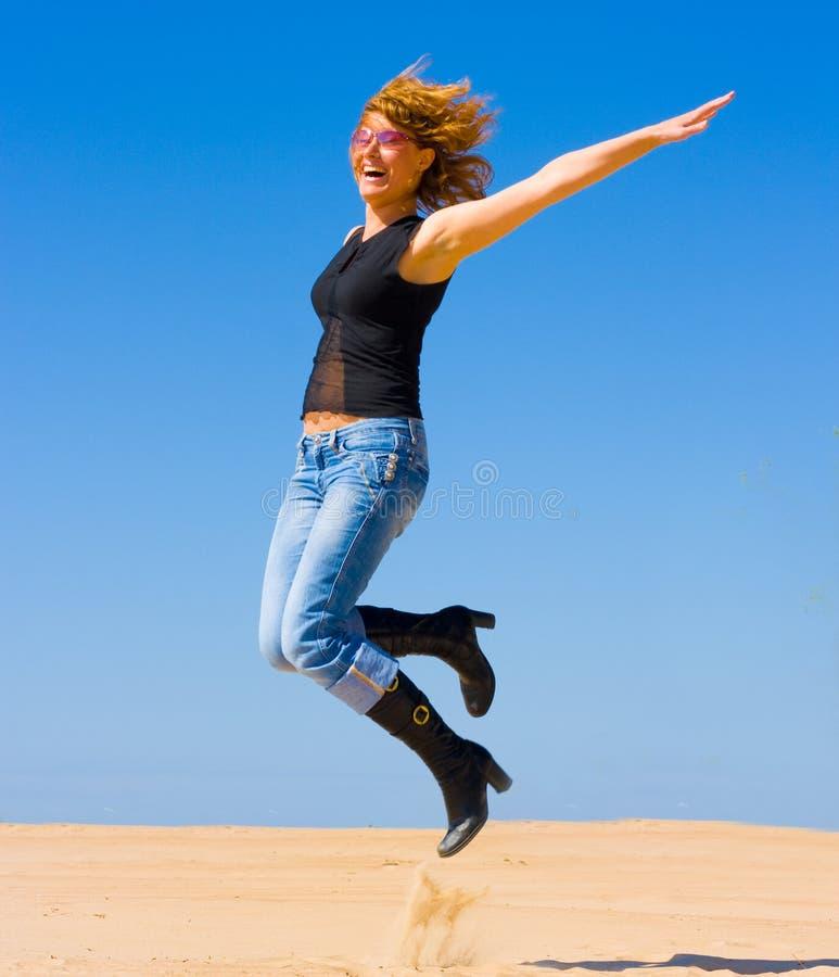 dziewczyna skoki zdjęcia stock