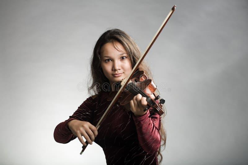 dziewczyna skrzypce. zdjęcie stock
