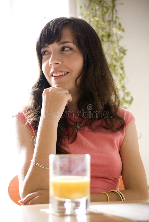 dziewczyna sok pomarańczowy obraz royalty free