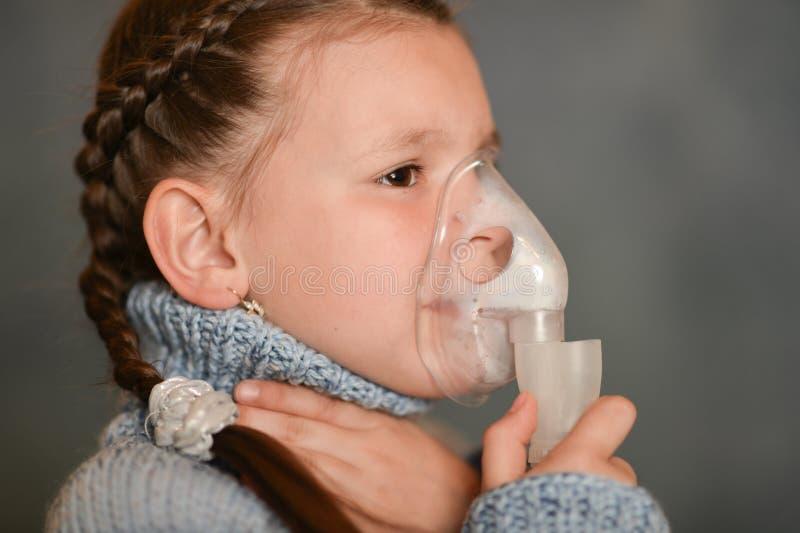 Dziewczyna spadał chory zimno fotografia stock