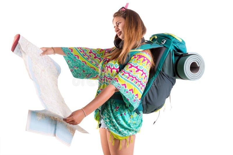 Dziewczyna turysta z plecakiem i map? obrazy royalty free