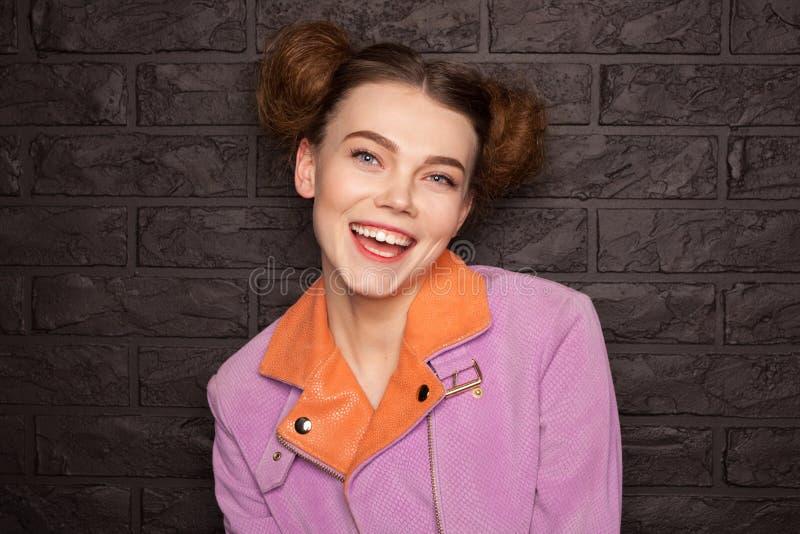 Dziewczyna ubierająca w różowy kurtki ono uśmiecha się fotografia royalty free