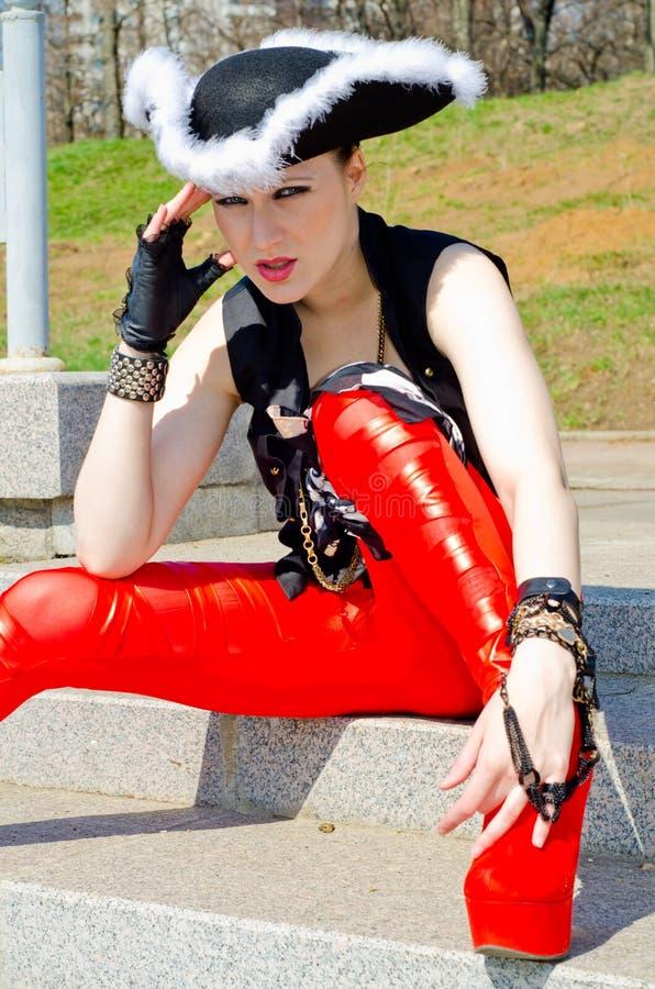 Download Dziewczyna Ubierająca Jako Pirat Obraz Stock - Obraz złożonej z kostium, karnawał: 53780083