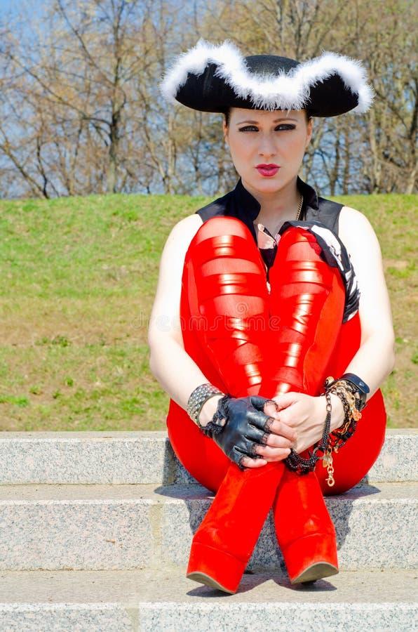 Download Dziewczyna Ubierająca Jako Pirat Zdjęcie Stock - Obraz złożonej z femaleness, zabawa: 53780084