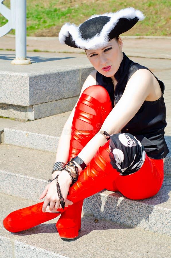 Download Dziewczyna Ubierająca Jako Pirat Zdjęcie Stock - Obraz złożonej z pragnący, kolorowy: 53780108
