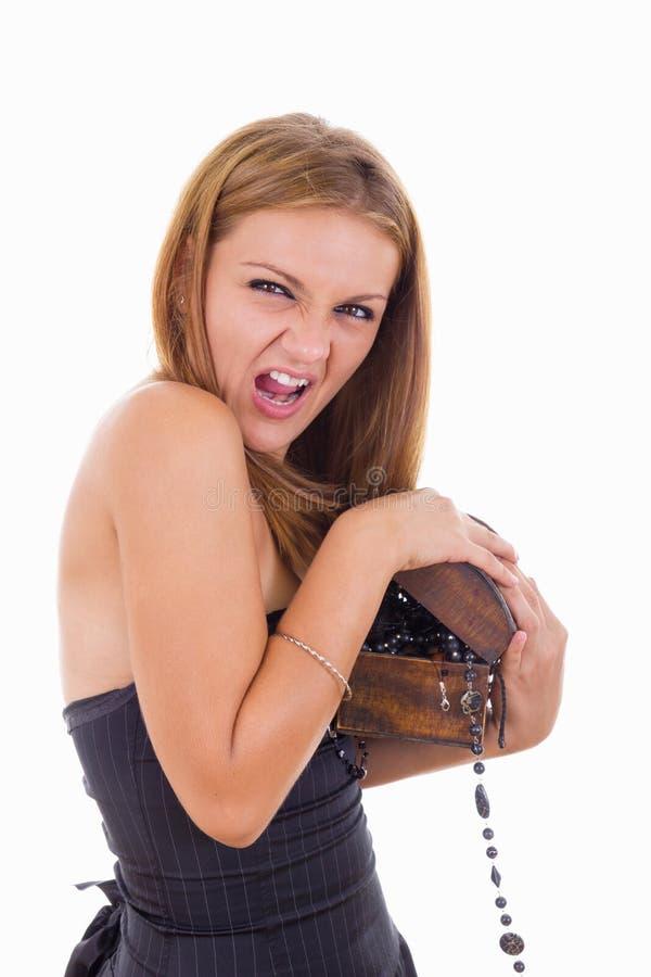 Dziewczyna utrzymuje jej biżuterii pudełko obraz stock