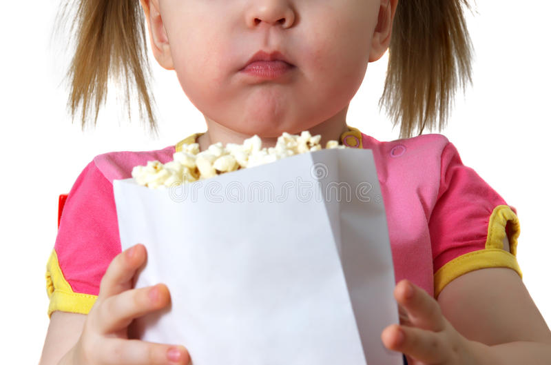 dziewczyna utrzymuje pakunku małego popkorn fotografia stock