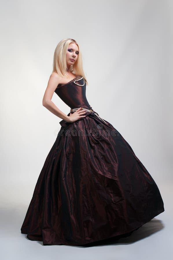 Dziewczyna w średniowiecznej sukni fotografia stock
