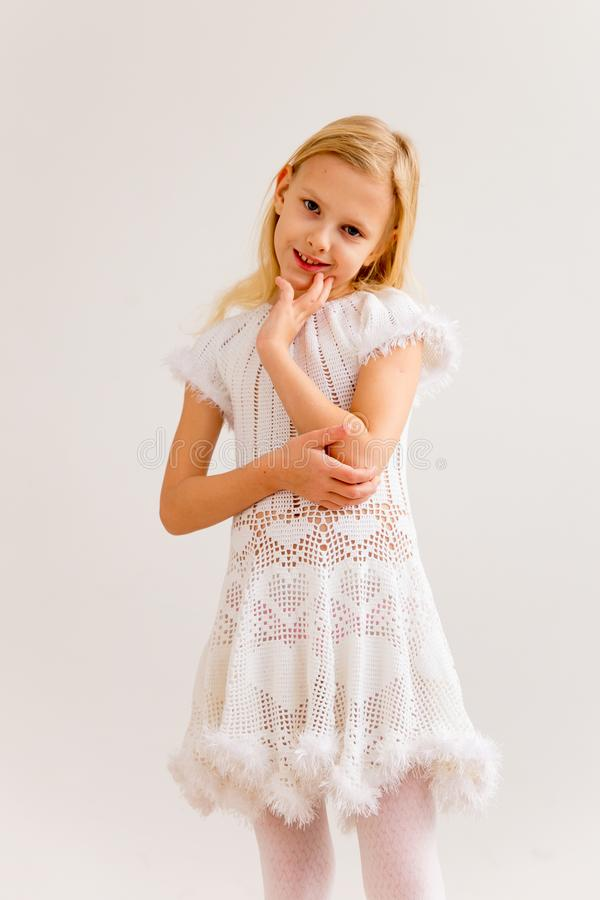 Dziewczyna w anioła kostiumu zdjęcie stock