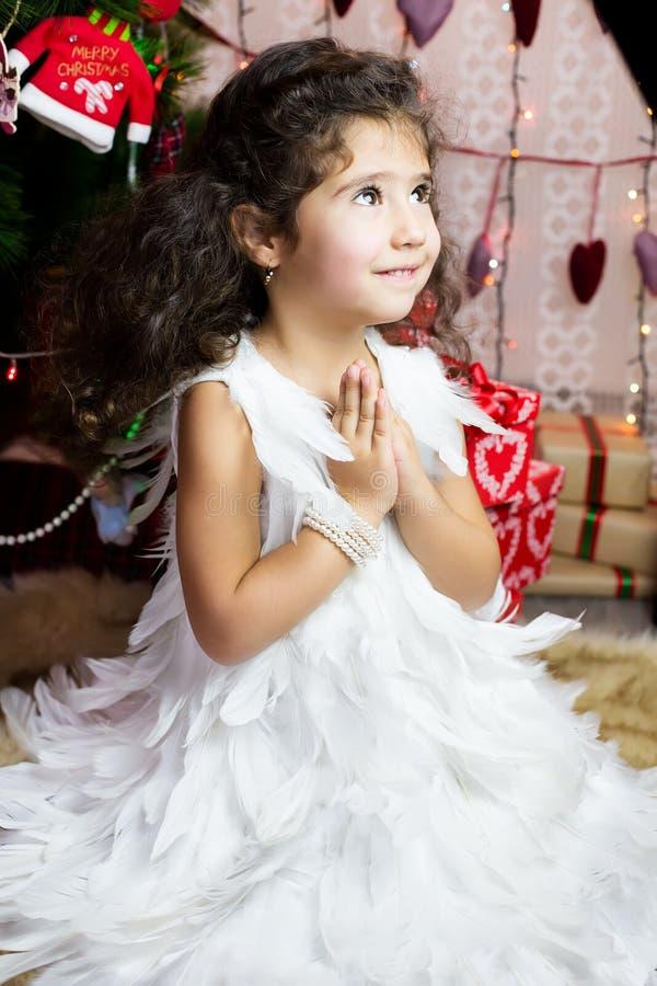 Dziewczyna w anioła kostiumu fotografia royalty free
