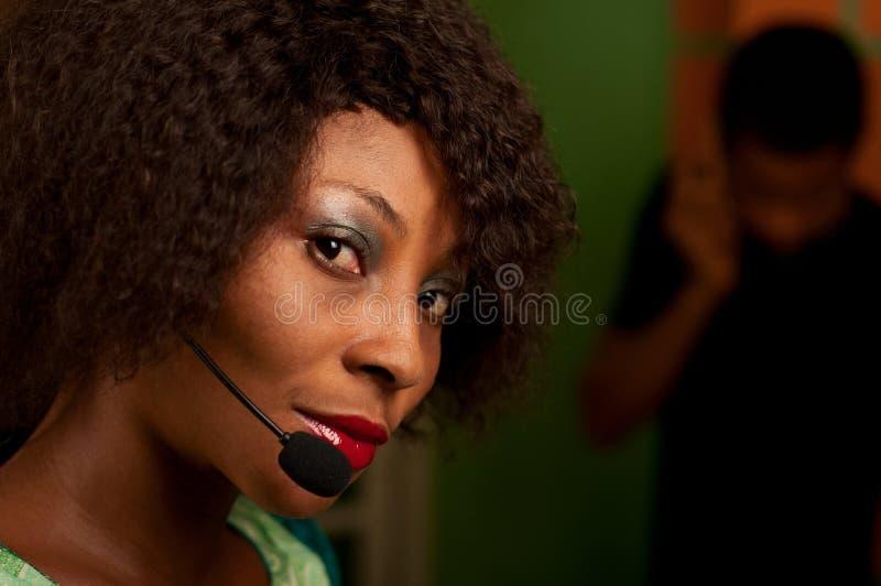 Dziewczyna w centrum telefonicznym obraz stock