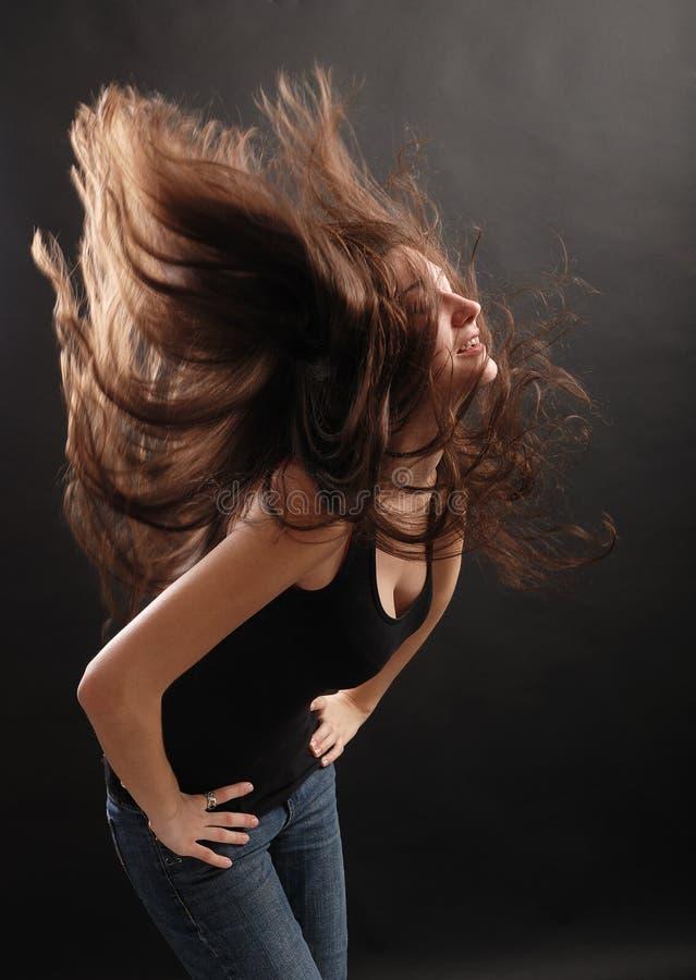 Dziewczyna w chmurze jej włosy. obrazy royalty free