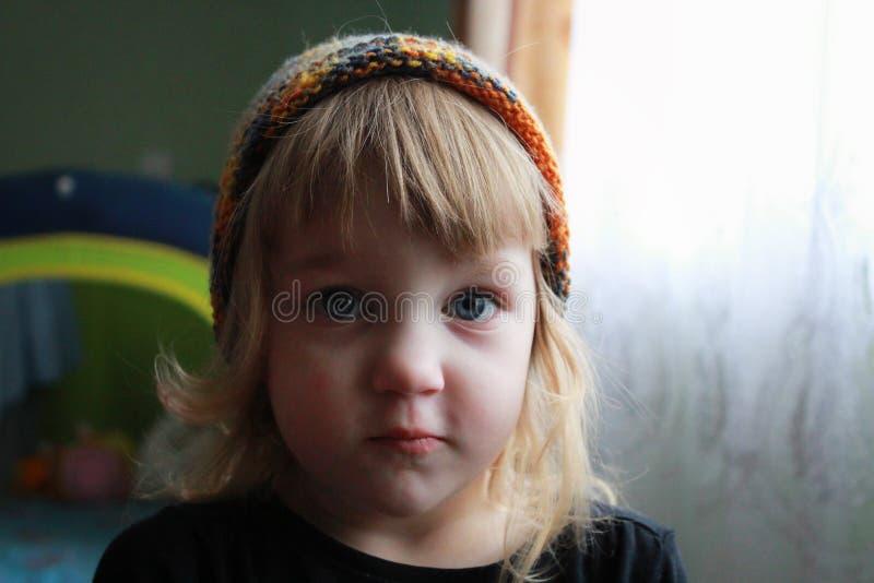 Dziewczyna w colour kapeluszu zdjęcie royalty free
