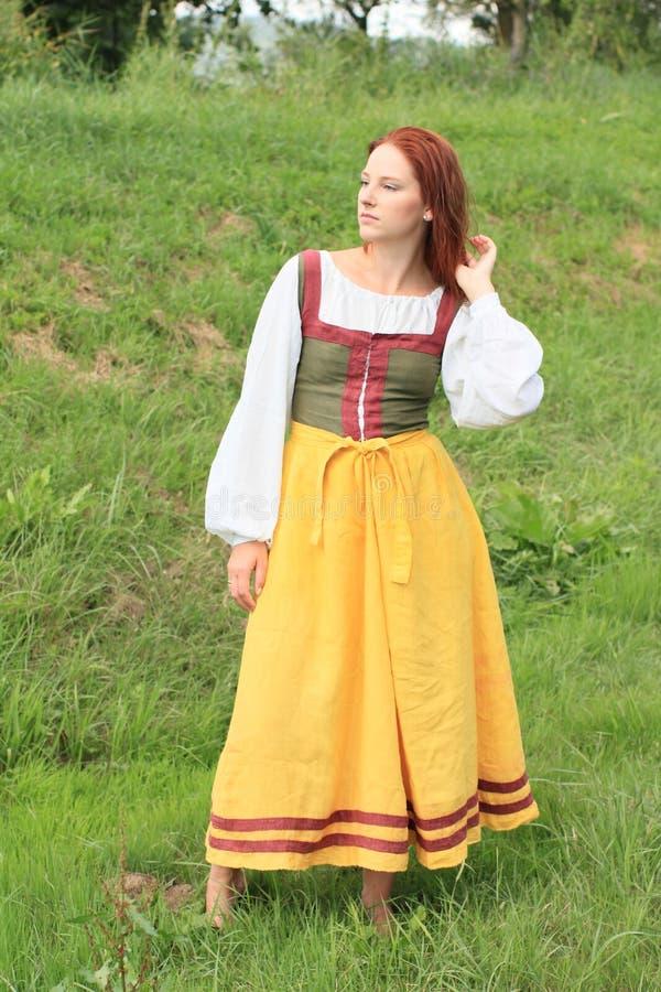 Dziewczyna w dziejowej sukni fotografia royalty free