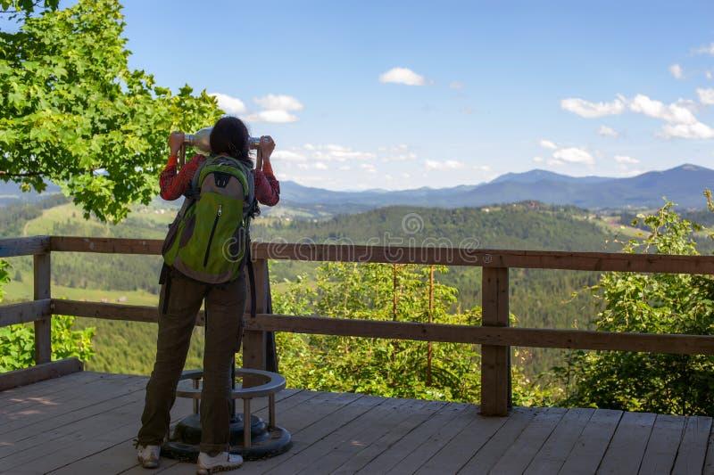 Dziewczyna w górach zdjęcie royalty free