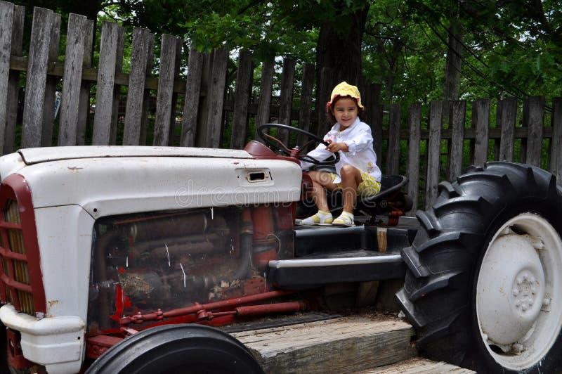 Dziewczyna w gospodarstwie rolnym zdjęcia stock