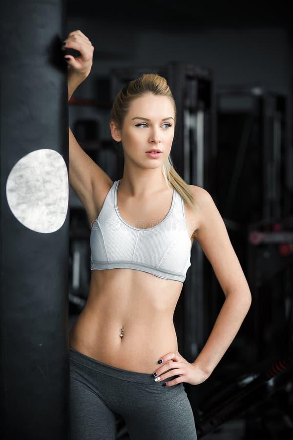 Dziewczyna w gym zdjęcia stock