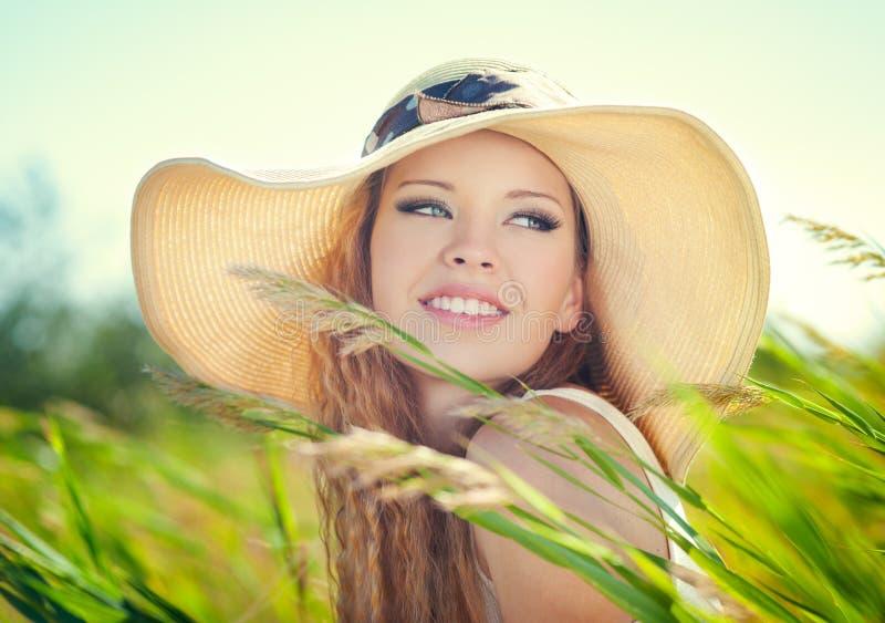 Dziewczyna w kapeluszu zdjęcie royalty free