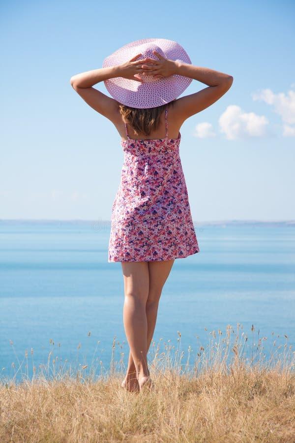 Download Dziewczyna w kapeluszu obraz stock. Obraz złożonej z morze - 28967691