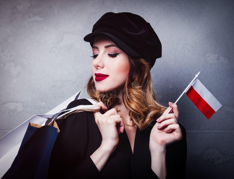 Dziewczyna w kapeluszu z torba na zakupy i flaga Polska obrazy royalty free
