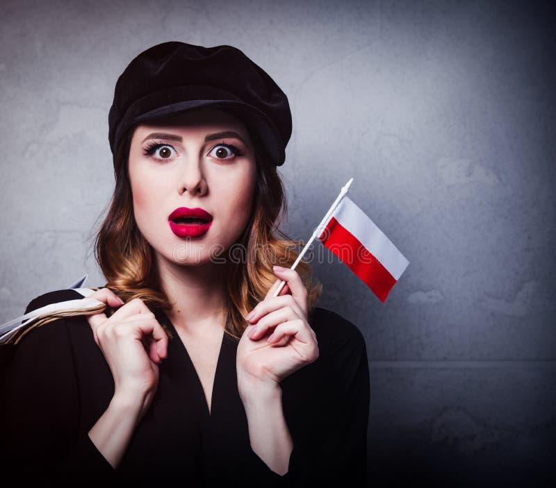 Dziewczyna w kapeluszu z torba na zakupy i flaga Polska obraz royalty free